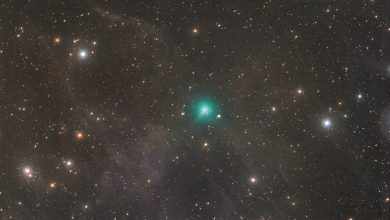 "Photo of A Comet ""Half The Size of The Sun"" Set to Zoom Past Earth Later This Month"
