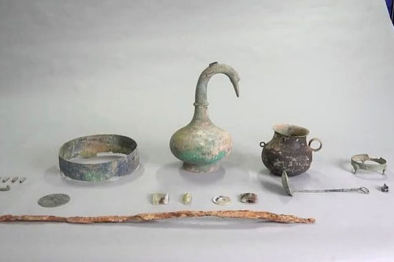Artifacts shown here were discovered in an ancient Chinese tomb dating back to around 220 BC. Image Credit: GT.cn