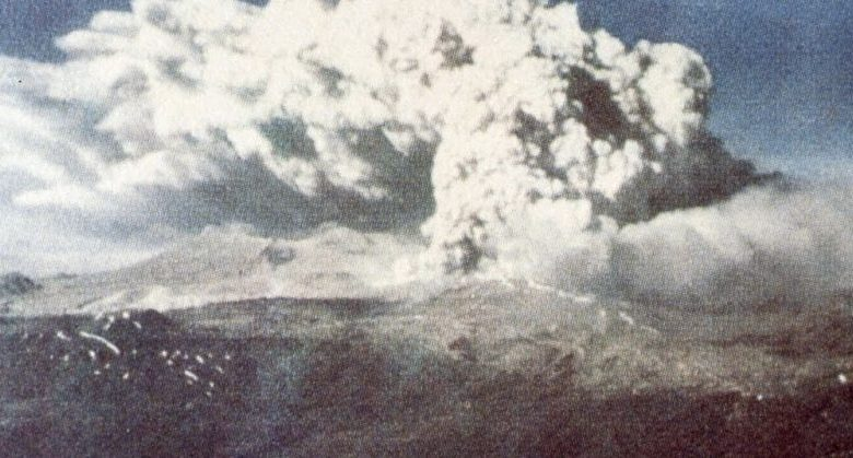An image showing the eruption of Cordón Caulle following the earthquake of 1960. Image Credit: Wikimedia Commons.