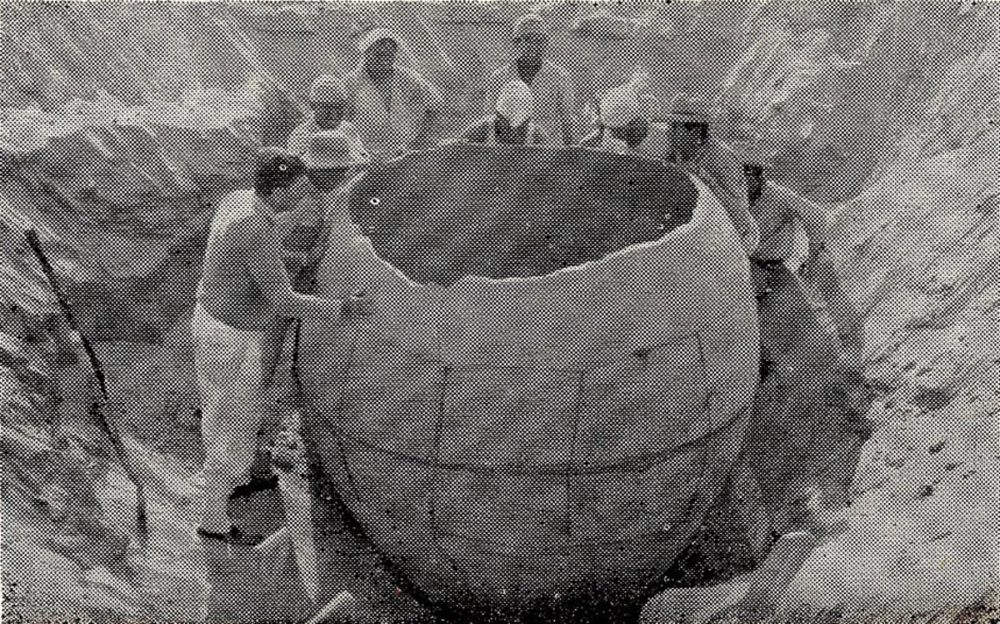 An image of the massive clay pot discovered in Peru. Image Credit: Editora ItalPeru.