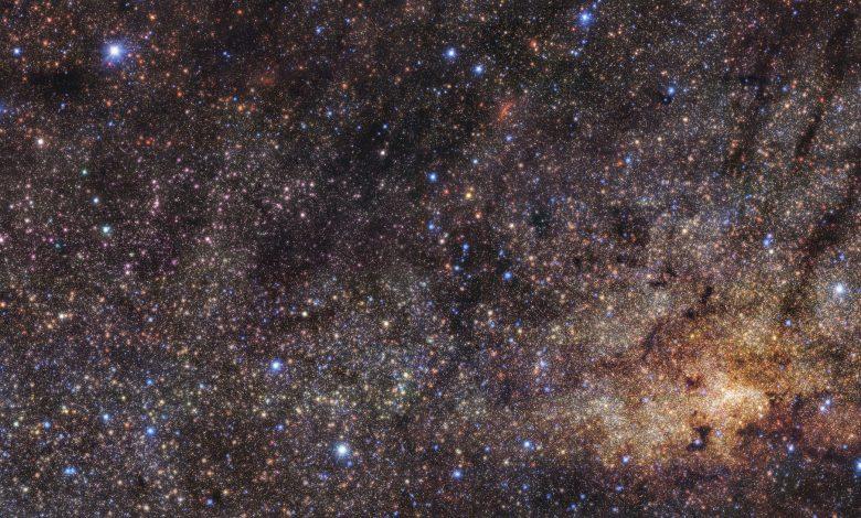 HAWK-I view of the Milky Way's central region. Image Credit: ESO/Nogueras-Lara et al.
