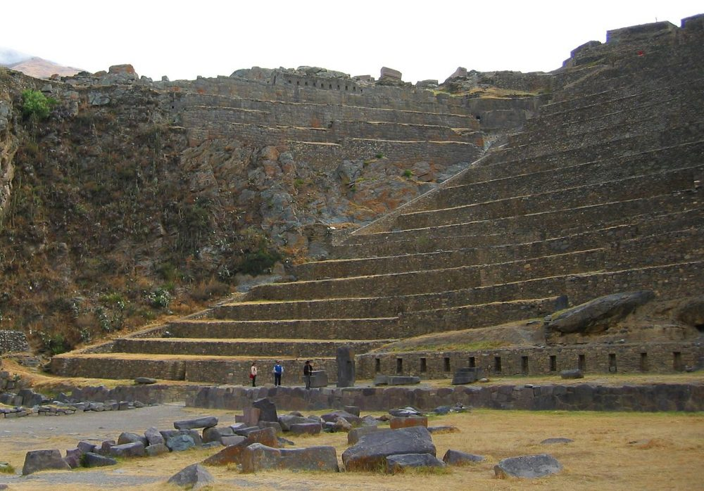 An image of the Terraces of Pumatallis at Ollantaytambo. Image Credit: Wikimedia Commons.