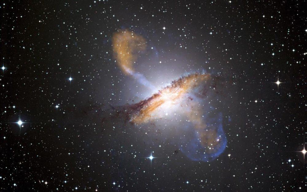 A distant supernova. ESO/WFI (visible); MPIfR/ESO/APEX/A.Weiss et al. (microwave); NASA/CXC/CfA/R.Kraft et al. (X-ray)
