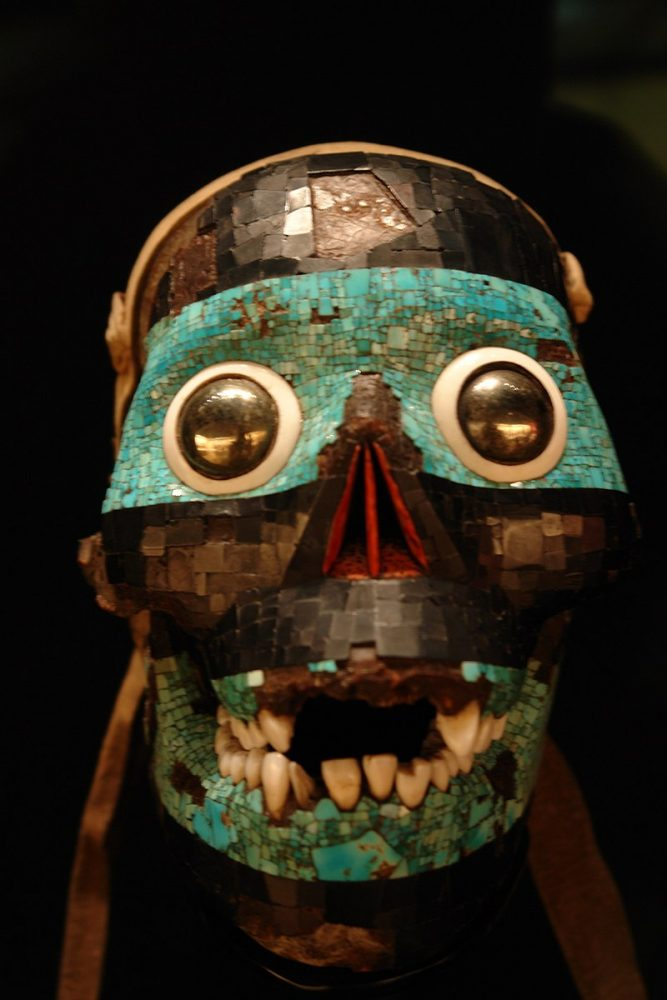 An image of the mask representing the Aztec deity Tezcatlipoca. Image Credit: Wikimedia Commons.