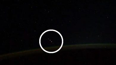 Photo of Did A Cosmonaut Aboard the ISS Just Film 5 UFOs Flying in Formation?