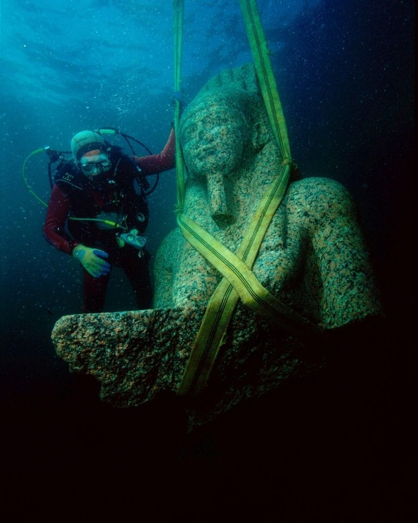 The underwater discovery of Heracleion can be considered one of the greatest Egyptian findings. Here is the pharaoh's statue when it was excavated,