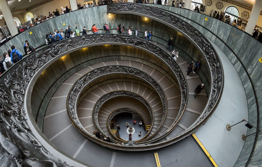As you can see, people are allowed to only one of the two ramps of the modern Bramante staircase.