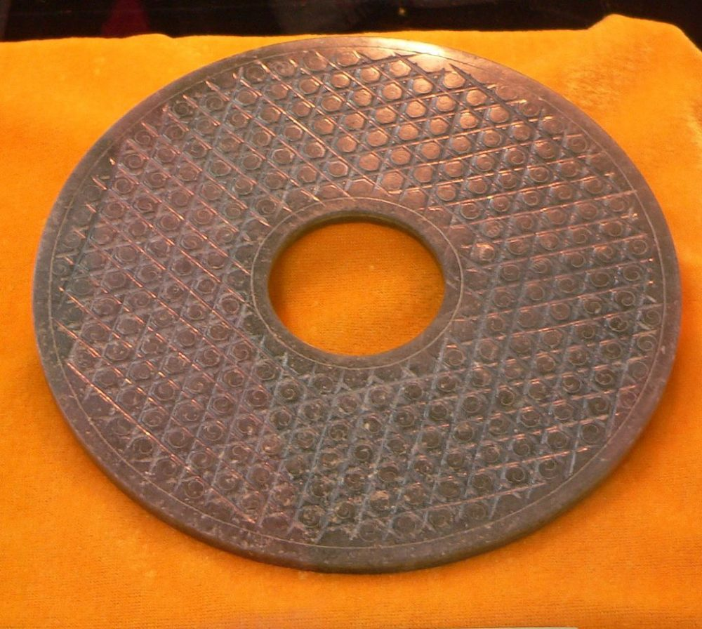An ancient Chinese Bi Discs share striking similarities to the description of the Dropa Stones.