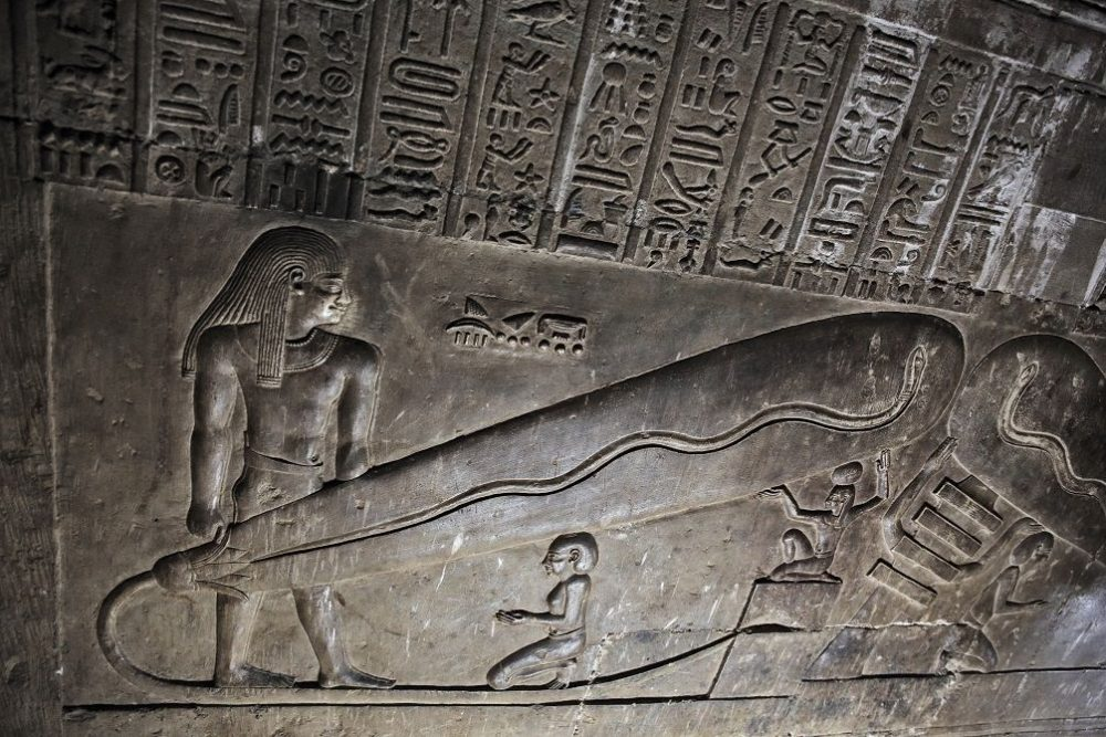 Electricity in Ancient Times? Is the Dendera Light the evidence we need or is it a complete hoax created by archaeologists? What about the mysterious Baghdad Batteries? Credit: Pinterest