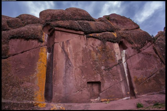 The Gate of the Gods in Peru, a mysterious site of unknown origin. In each case, it is impossible that it is a natural formation, right?