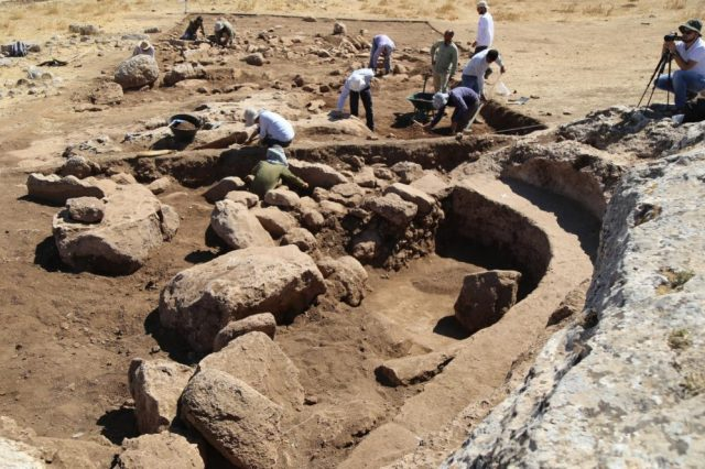 Archaeologists during the excavations at Karahan Tepe. Credit: Daily Sabah