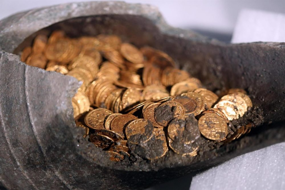 The majority of the coins were in pristine condition, protected by the sealed amphora. Credit: Italian Ministry of Culture