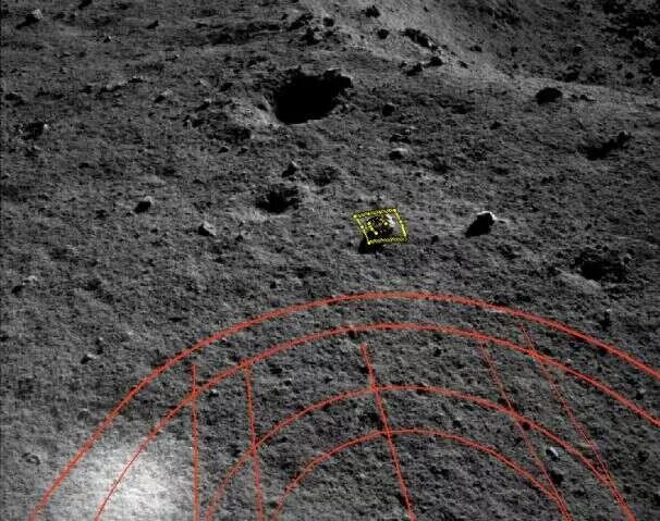 This time in yellow, you can see the rock target. In red is the route planning for the movement. This image comes from the navigation camera of the rover. Credit: CLEP