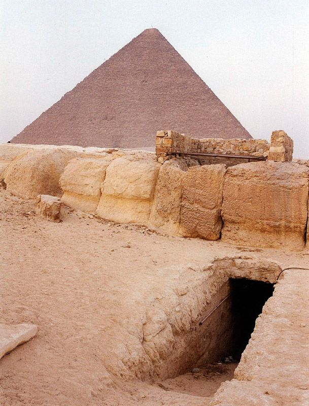 The forbidden entrance to the Osiris Shaft. Credit: Iramofpillars.com