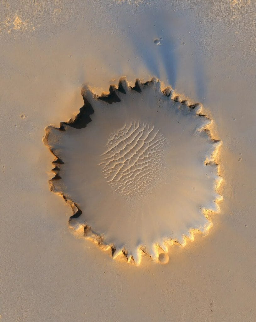 The Victoria Crater with its unconventional shape caused by erosion. Credit: HIRISE, NASA