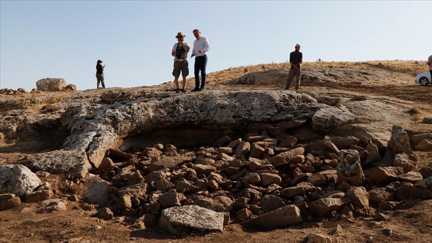 Researchers in situ. Credit: AA.com