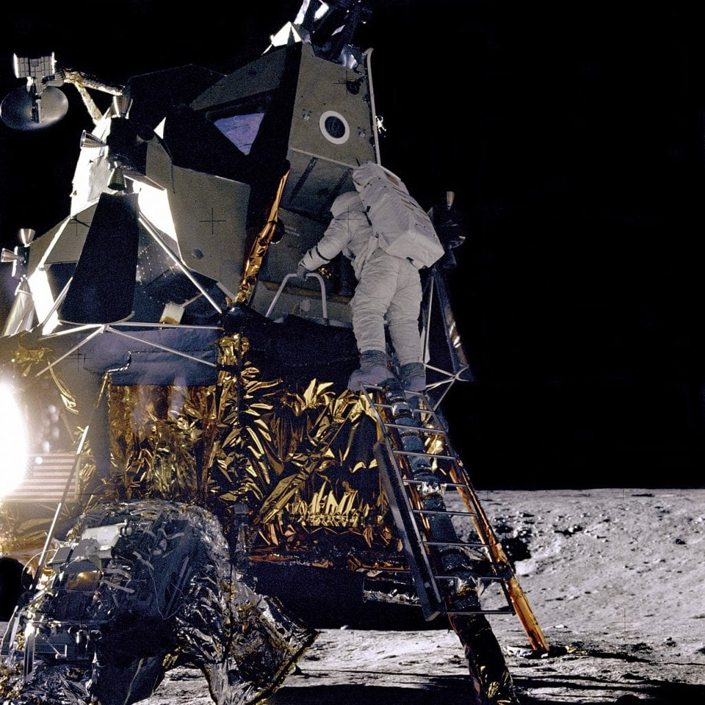 Lunar module pilot Alan L. Bean descends to the surface of the Moon, photo from the Apollo 12 mission. Credit: Wikipedia / NASA
