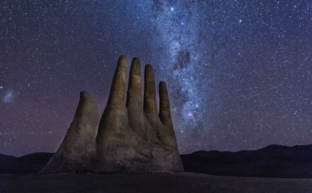 The massive sculpture in the middle of the Chilean desert respectively called the Hand of the Desert. Credit: Cultural Heritage Online / Flickr