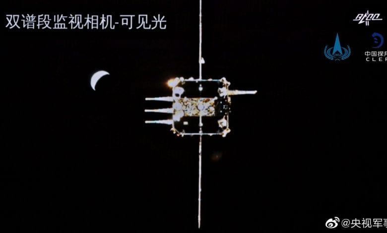 An amazing image I would like to remind you of. This is from shortly before the Chang'e 5 orbital docking. Credit: CNSA