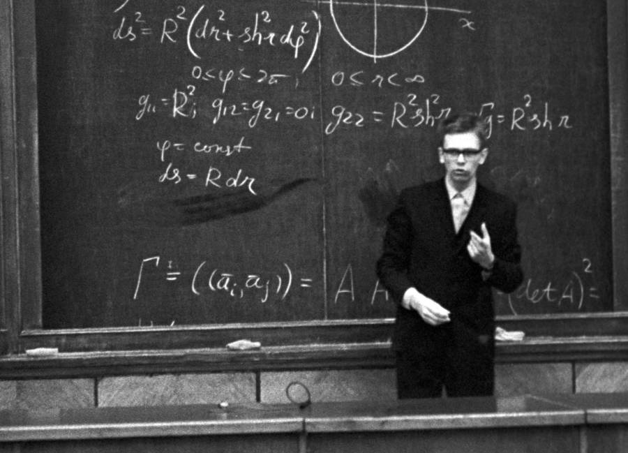 Anatoly Fomenko photographed during one of his lectures at the Lomonosov Moscow State University in 1972. Credit: All Thats Interesting