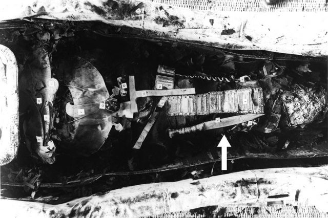 The arrow shows King Tutankhamun's dagger as it was discovered placed on his right thigh. Credit: Griffith Institute, University of Oxford