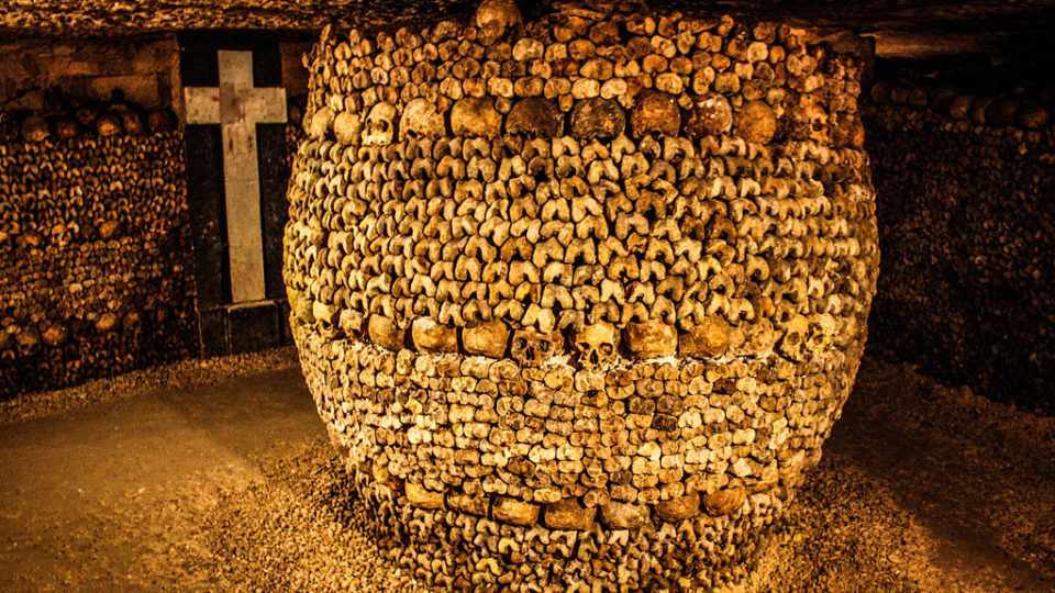 """When the catacombs were officially opened to the public, officials arranged the bones in a more """"artistic"""" manner to make the place more attractive. Credit: Wikimedia Commons"""
