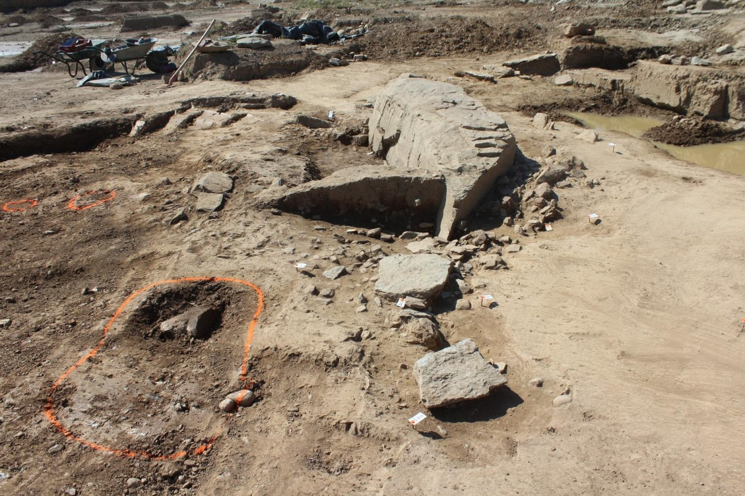 South view of the megalithic sector during excavation. Credit: Florent Notier, Inrap