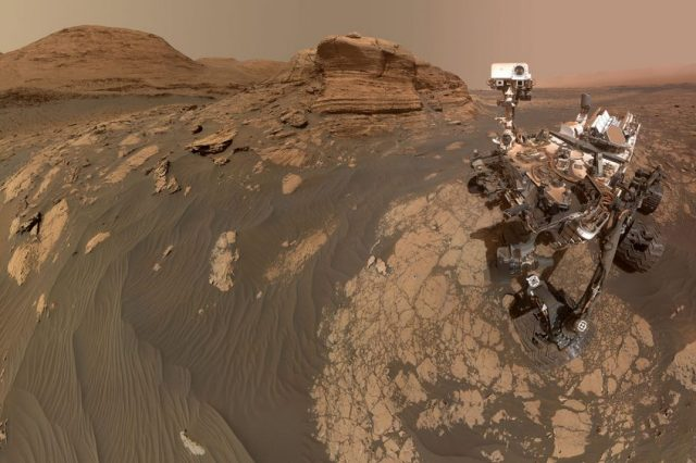 """NASA's Curiosity rover shown here in a stunning """"selfie"""" image in front of Mont Mercou composed out of a total of 71 images from the Mars Hand Lens Imager and the Mastcam on the top of the rover. Credit: NASA/JPL-Caltech/MSSS"""