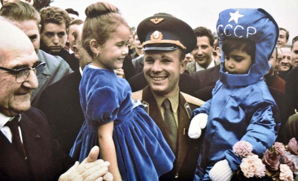 Yuri Gagarin during the XIV International Astronautical Congress in France. Paris, September 1963. Credit: MVestnik.ru