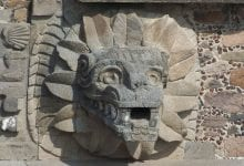 A carving of the feathered serpent at Teotihuacan. Image Credit: Wikimedia Commons.