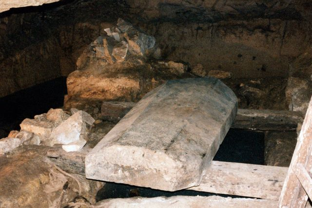 There is a massive sarcophagus at the lowest level of the Osiris Shaft but archaeologists have no idea whose it was. Credit: iramofpillars.com
