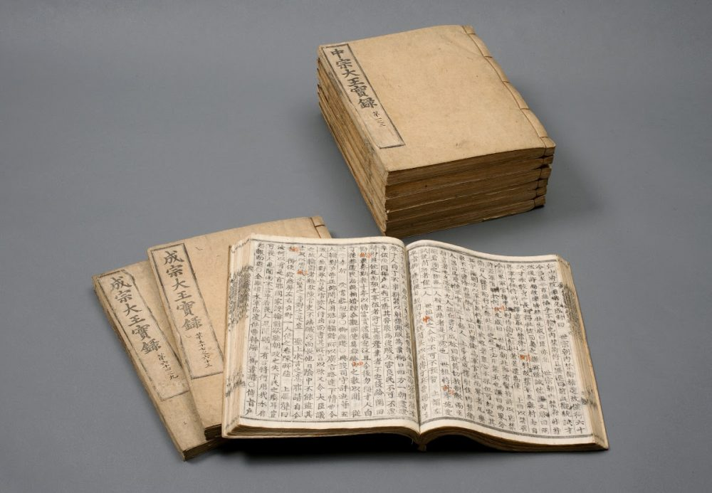 The Joseon Dynasty Annals present the history of the entire dynasty from 1413 to 1865 in a total of 1893 volumes. Credit: Google Arts and Culture