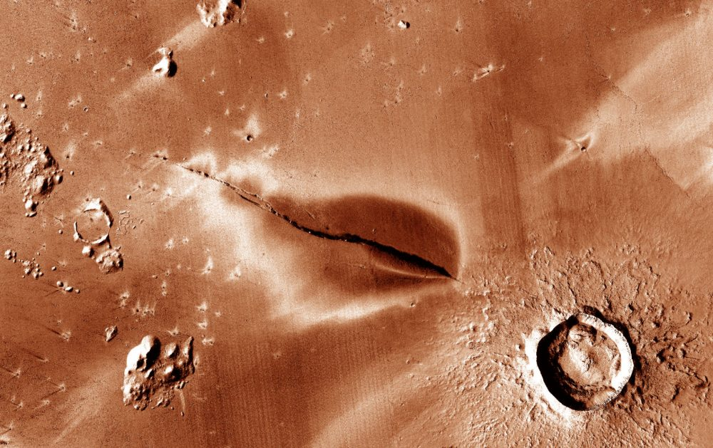 Young deposits of volcanic material near the fault of the Cerberus Fossae system. The diameter of the structure is about 10 km. This evidence suggests that Mars could still be volcanically active. Credit: NASA / JPL / MSSS / The Murray Lab