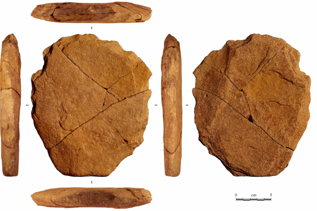 The enigmatic 24,000-year-old stone artifact. Credit:Eric Boëda