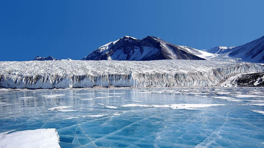 Researchers from New Zealand have suggested that the Maori may have reached Antarctica 1000 years before the Europeans. Credit: Wikimedia Commons / Joe Mastroianni