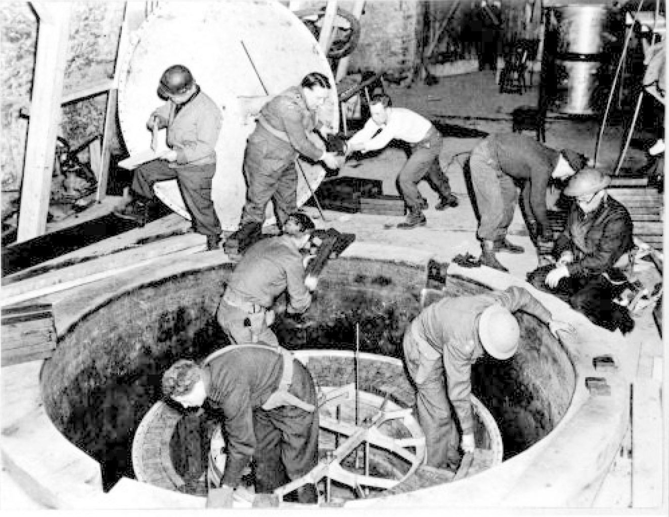 Allied troops dismantling the Heisenberg nuclear reactor in 1945. Credit: Wikimedia Commons