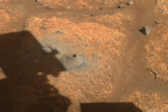 The hole Perseverance drilled in the ground. Credit: NASA / JPL-Caltech