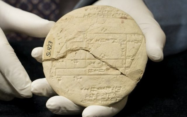 The 3700-year-old tablet with the oldest example of applied geometry. Credit: UNSW