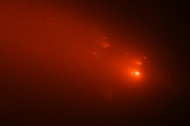 The breakup of the nucleus of Comet Atlas. Credit: NASA, ESA, Quanzhi Ye (UMD); Image Processing: Alyssa Pagan (STScI)